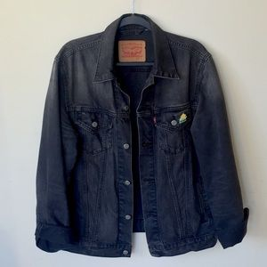 Levi's Trucker Denim Jacket 🧥 Make an offer